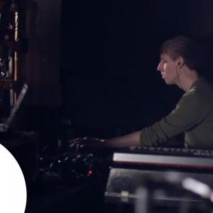 ウィーン生まれの独学マルチ楽器奏者/プロデューサー Dorian Concept (ドリアン・コンセプト)、BBC Radio 1 のライブセッションに出演!