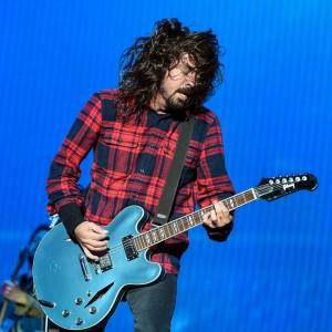 デイヴ・グロール率いる Foo Fighters、Radio 1's Big Weekend 2015 に出演した「Congregation」のパフォーマンス映像が公開!