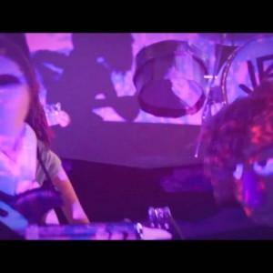オーストラリアのサイケロック・バンド Tame Impala、待望のニューアルバムから「Cause I'm A Man」のMVが公開!