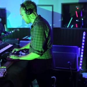 結成20周年を迎えたノルウェーが誇る異能音楽集団 Jazzist、Oslo Session に出演した集大成のニューアルバムから「Oban'」のライブ映像が公開!