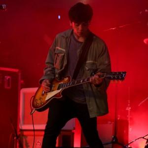 デビュー当時の Arctic Monkeys を彷彿とさせるUKのニューカマー Pretty Vicious、Glastonbury 2015 に出演した「Cave Song」のライブ映像が公開!