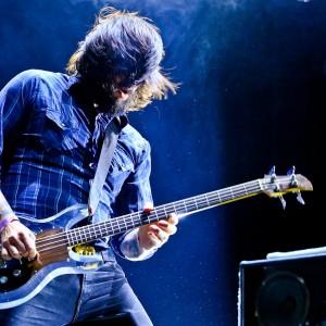 爆裂ギターレス・ユニット Death From Above 1979、Glastonbury 2015 に出演した「Trainwreck 1979」のライブ映像が公開!