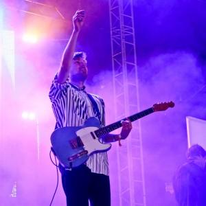 ロンドンのアートロック・バンド Django Djan、Glastonbury 2015 に出演した「First Light」のライブ映像が公開!