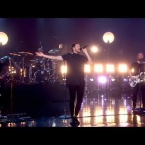 ラスベガスのロックバンド Imagine Dragons、米のライブトーク番組 に出演した「Shots」のパフォーマンス映像が公開!