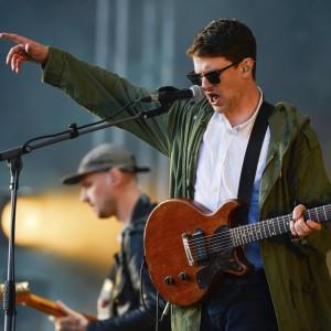 サウス・ロンドンのシンガーソングライター Jamie T (ジェイミー・T)、Glastonbury 2015 に出演した「Zombie」のライブ映像が公開!