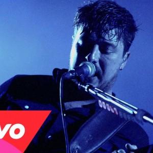 UKのフォークロック・バンド Mumford & Sons (マムフォード&サンズ)、最新アルバム『Wilder Mind』から「The Wolf」のMVが公開!