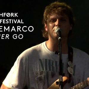 Mac DeMarco (マック・デマルコ)、Pitchfork Music Festival 2015 に出演した「Let Her Go」のライブ映像が公開!