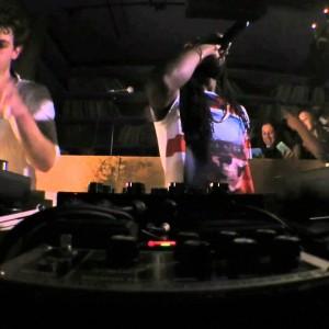 Jamie xx と、ジャマイカ出身のラスタ・シンガー Gyptian が共演した Boiler Room NYC のパフォーマンス映像が公開!
