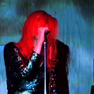 NYを拠点に活動する男女シューゲイザー/ドリームポップ・デュオ Tamaryn、ニューアルバムから「Softcore」のオフィシャル・ライブ映像が公開!