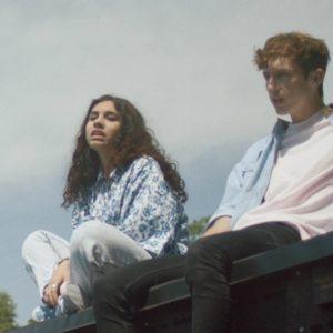 今年のフジロックにも出演した、南アフリカ出身のシンガー・ソングライター Troye Sivan、Alessia Cara をフィーチャーした「WILD」のMVが公開!