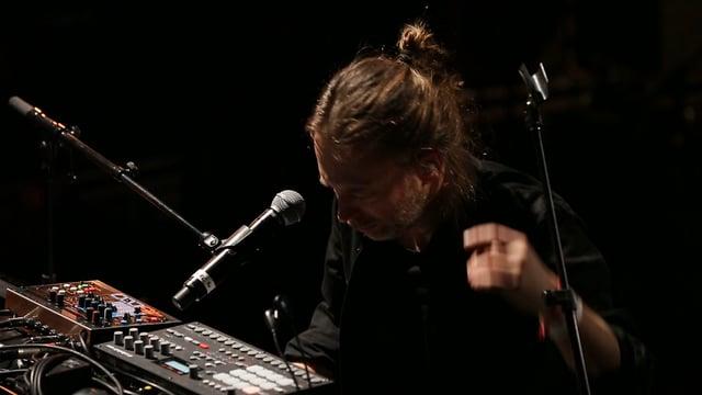Thom Yorke、パリの Le Trianon で行われた Pathway to Paris 気候変動のコンサートに出演した「BLOOM」のパフォーマンス映像が公開!
