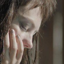 米シカゴの女性フォーク・シンガー Angel Olsen、ニューアルバムから新たに「Sister」のMVが公開!