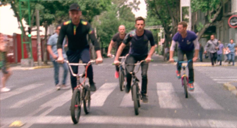 Coldplay 最新アルバムからタイトル曲「A Head Full Of Dreams」のミュージックビデオが公開!