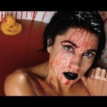 ロシアのガールズ・パンクロック集団 Pussy Riot、ロシア語の新曲「Organs」のMVを公開!