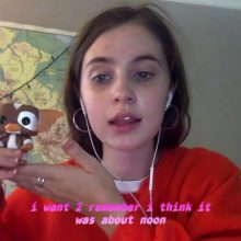 ボストン18歳の人気宅録女子 Clairo が Father/Daughter のコンピに参加した新曲「Pretty Girl」のMVを公開!