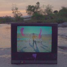 Calvin Harris が Dua Lipa をフィーチャーした新曲「One Kiss」をリリース!