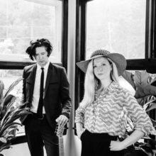 ロンドンの幻想的なドリームポップ・ユニット Still Corners、新作アルバム『Slow Air』を 8/17 リリース!