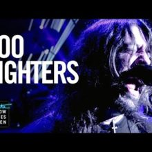 Foo Fighters、TV番組 The Late Late Show に出演したパフォーマンス映像公開!