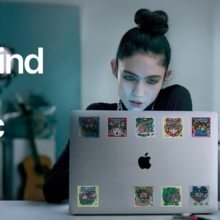 Grimes が「Behind the Mac」のCMに登場!