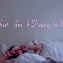 NYの新人 Anna Shoemaker、デビューシングル「What Am I Doing to Me?」のMV公開!