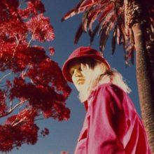 サイケ・ポップのカルトアイコン Connan Mockasin、5年振りの新作アルバム『Jassbusters』を 10/12 リリース!
