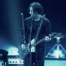 Jack White が Amazon Prime でコンサート・フィルム『KNEELING AT THE ANTHEM D.C.』を公開!