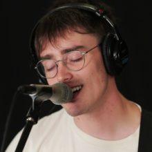 USインディーポップ・バンド Hippo Campus、米のラジオ局 WFUV に出演したスタジオライブ映像が公開!