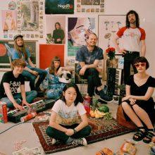 日本人の少女 Orono がボーカルを務める8人組スーパーバンド Superorganism がニューシングルのMVを公開!
