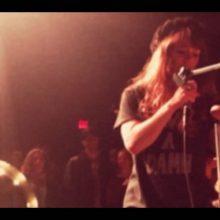 Jenny Lewis、Au Revoir Simone、The Like のメンバーによるスーパーガールズ・バンド Nice As Fuck、デビュー作から「Guns」のMVが公開!