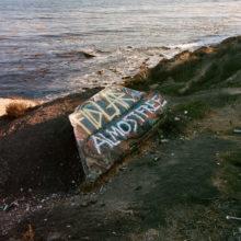 LAのガレージパンク・バンド FIDLAR、サードアルバム『Almost Free』をリリース!