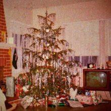 UKのタイムレスな4人組バンド FUR がエルヴィス・プレスリーの「Blue Christmas」をカバー!