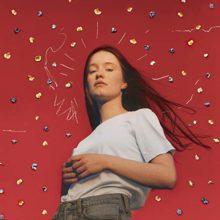 北欧のポップスター Sigrid が待望のデビューアルバム『Sucker Punch』をリリース!