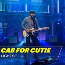 Death Cab for Cutie、米のTV番組 Late Night に出演したパフォーマンス映像が公開!