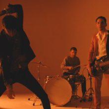カリフォルニアのガレージパンク・バンド Plague Vendor、3rd アルバム『By Night』を 6/7 リリース!