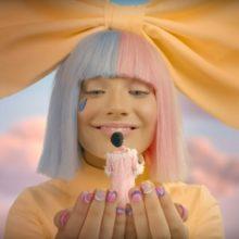 Sia の新プロジェクト LSD、デビューアルバムから「No New Friends」のMV公開!