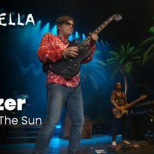 Weezer、コーチェラに出演した「Island In the Sun」のパフォーマンス映像が公開!