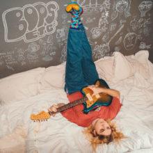 Dirty Hit のニューカマー、ベッドルーム・ポップの新星 Oscar Lang がデビューEP『bops etc.』をリリース!