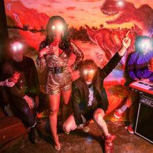 !!! (チック・チック・チック)、ニューアルバム『WALLOP』と共に待望の来日ツアーを発表!