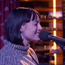 Stella Donnelly、Iceland Airwaves の会場で行われたセッション映像が公開!