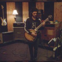 FKJ、新曲デモ「On my own」のレコーディング映像を公開!