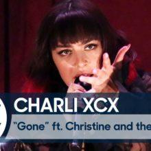Charli XCX、米のTV番組 The Tonight Show 出演したパフォーマンス映像公開!