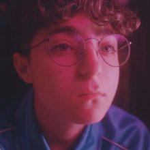 NYブルックリンのベッドルームポップ・シンガー Claud が新作EP『Sideline Star』をリリース!