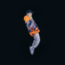 世界中でバズっている、オーストラリア発のニュー・スター Tones And I がデビューEP『The Kids Are Coming』をリリース!