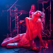 STARCRAWLER、再び降臨!血吐き身体舞う初日東京公演のライブレポートが到着!
