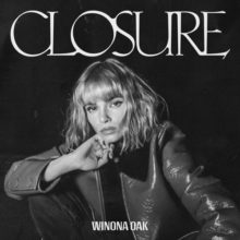 スウェーデンのシンガー Winona Oak、デビューEP『CLOSURE』をリリース!