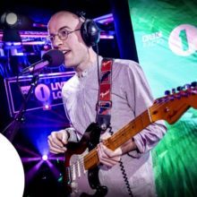 Bombay Bicycle Club、セレーナ・ゴメスのカバー曲「Lose You To Love Me」を披露!