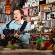 Harry Styles が NPR Music の人気企画 Tiny Desk Concert に出演!
