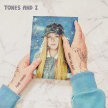 豪のニュースター Tones and I、新曲「Bad Child/Can't Be Happy All the Time」2曲同時リリース!