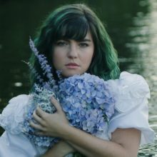 Phoebe Ryan、待望のデビューアルバム『How It Used to Feel』を近日リリース!