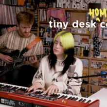 Billie Eilish、人気企画 Tiny Desk (Home) Concert に出演!